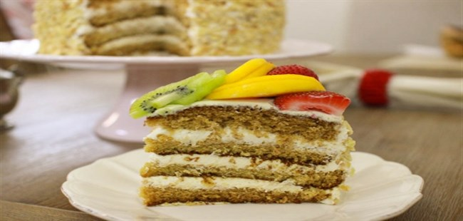 Layer-Cake-With-Fruit